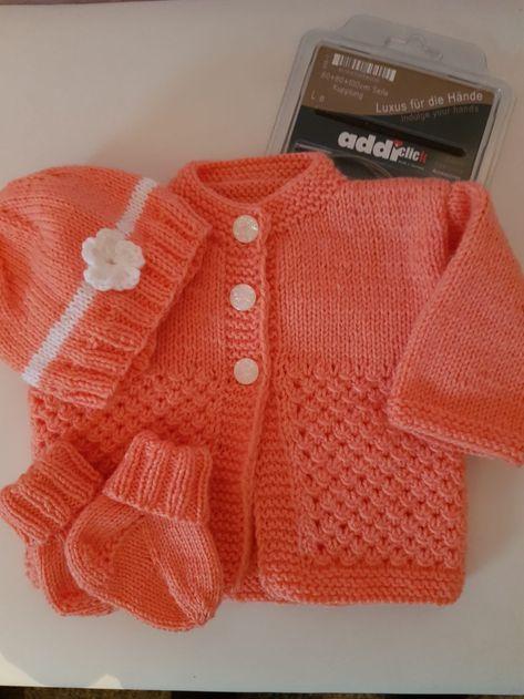 Babygarnitur für ein Mädchen gestrickt mit meinen Addi Nadeln!