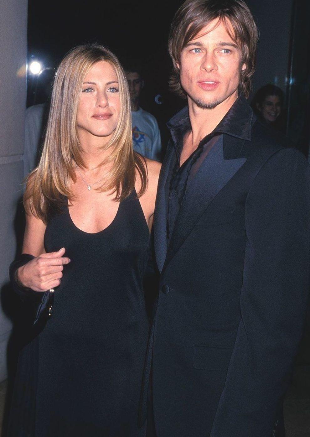 Brad Pitt A Timeline Of The Women The Actor S Dated From Sinitta To Angelina Jolie Cosmopolitanuk Em 2020 Casais Famosos Casal Meninas