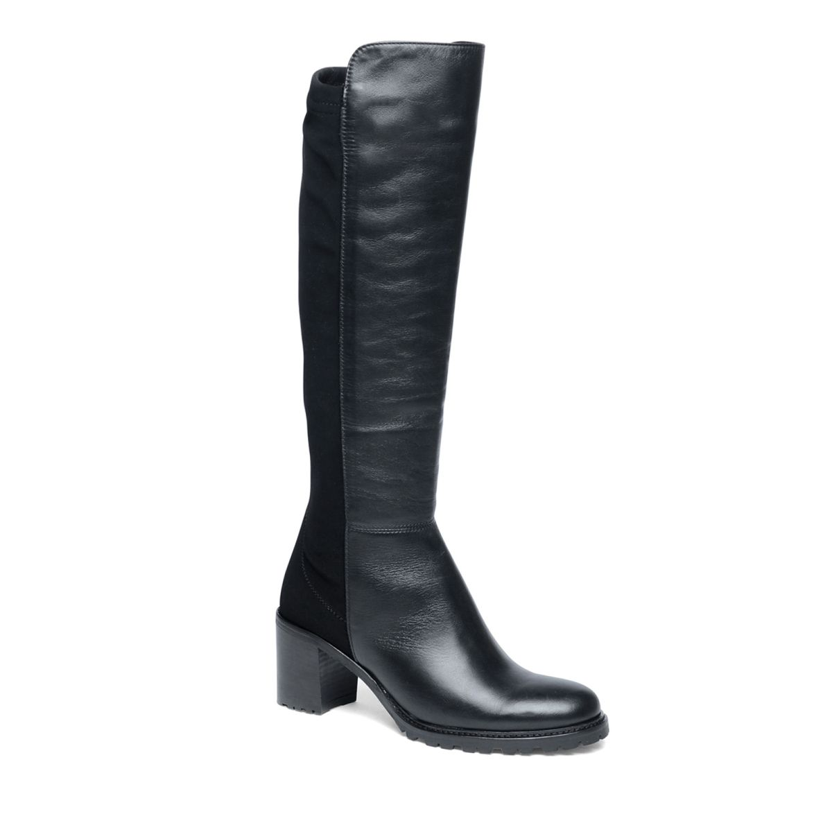 Zwarte laarzen met leer  Description: Deze zwarte laarzen van het merk Manfield zijn perfect! De laarzen hebben een binnenzijde van leer en een buitenzijde van leer. De achterzijde van de laars is voorzien van een elastieken instap waardoor u de damesschoenen gemakkelijk aan en weer uit trekt. Combineer de laarzen onder een elegante jurk of rok. De maat valt normaal en de hakhoogte is 7 cm gemeten vanaf de hiel.  Price: 85.00  Meer informatie  #manfield