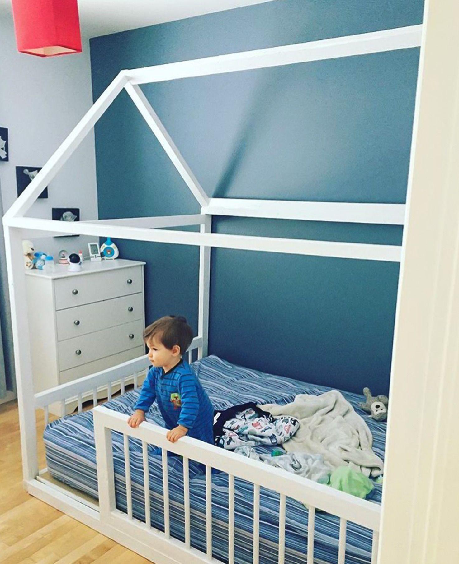 comment faire soi m me son lit montessori pour b b lit. Black Bedroom Furniture Sets. Home Design Ideas