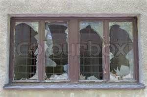 Broken factory glass windows - Resultados de Yahoo España en la búsqueda de imágenes