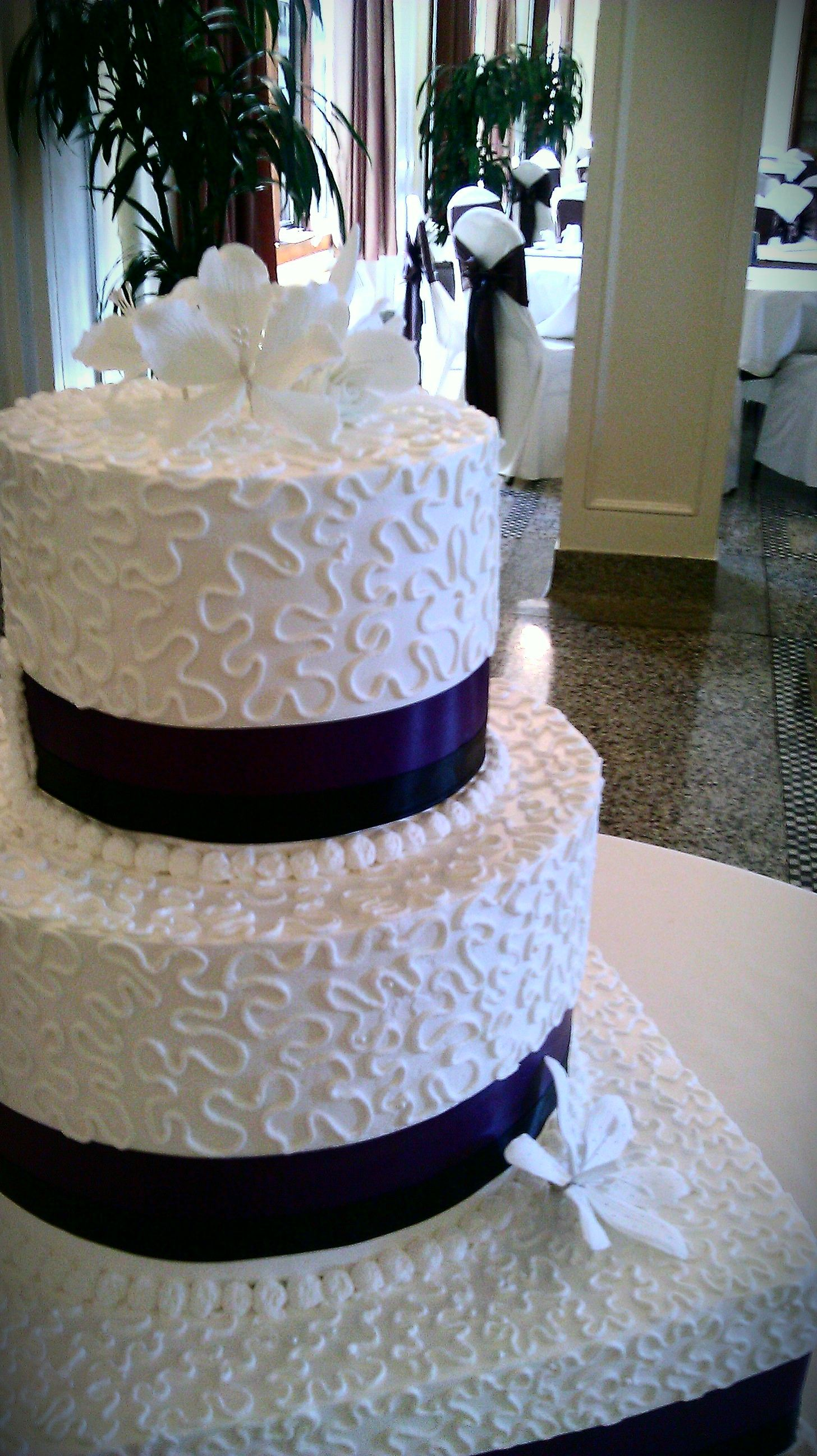 whipped cream wedding cake frosting classic wedding cake hello everyone this is one of my 27174