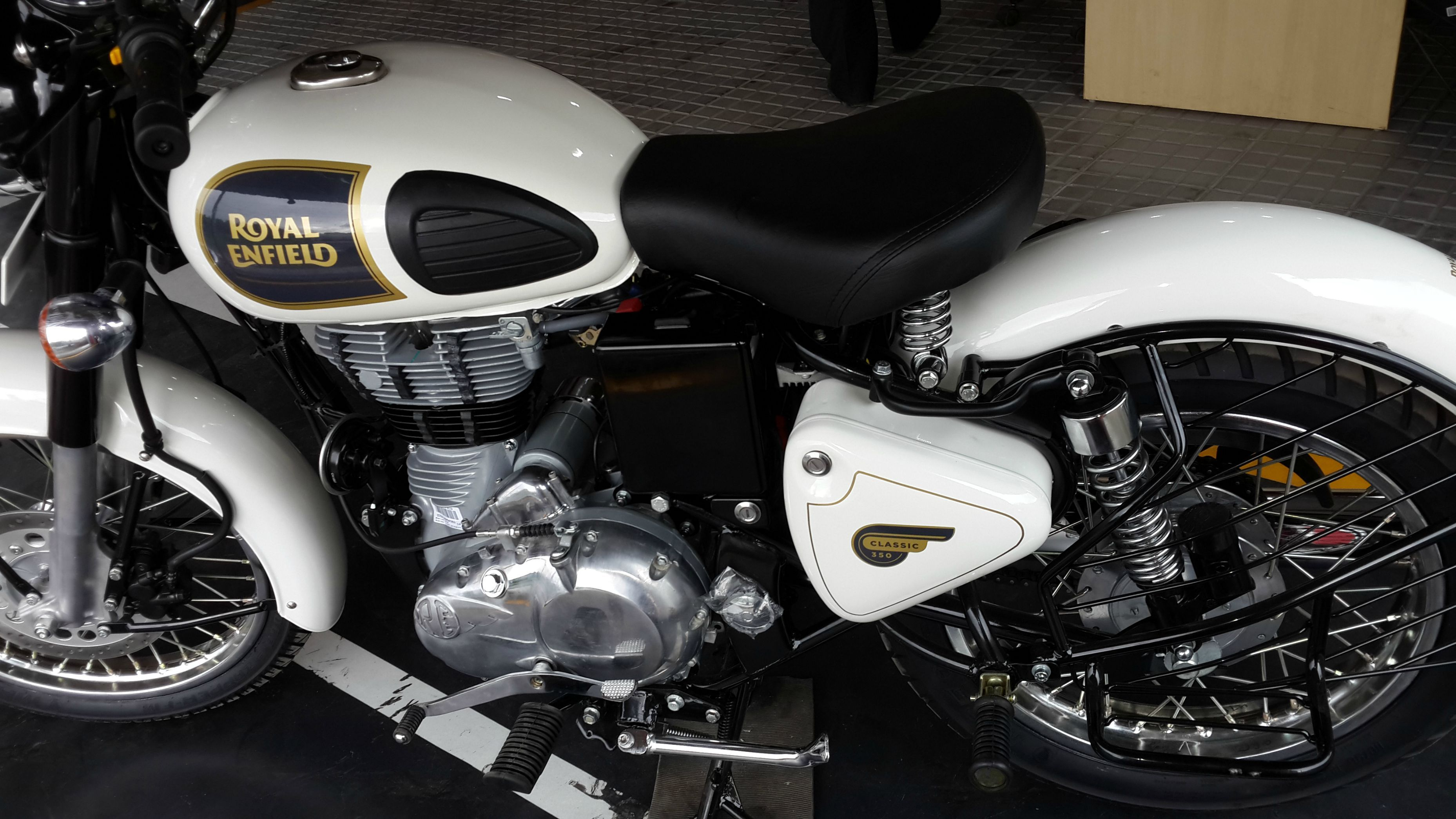 Royal enfield classic 350 white colour launched - Royal enfield classic 350 wallpaper ...