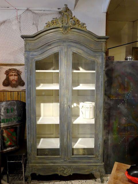 Brocante d coration un nouveau monde vitrine biblioth que bois peint patin meubles peints - Meubles peints patines ...