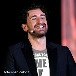 L'unico che riesce sempre a farmi ridere..Alessandro Siani :-)!!