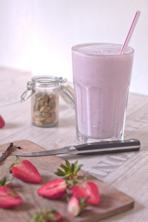 Strawberry Milkshake with Cardamom and Vanilla - Baking - Milkshake ...  - Milchshake Rezept -