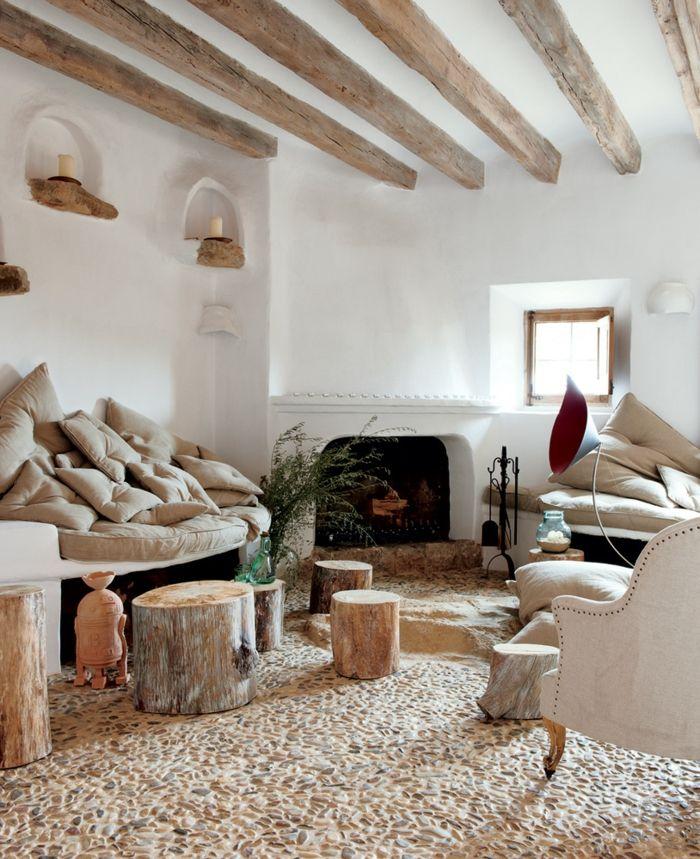 Uberlegen Gemütliches Wohnzimmer Moderne Landhausmöbel Sessel Sofa Rustikale  Hocker Stümpfe Kamin Weiße Wände