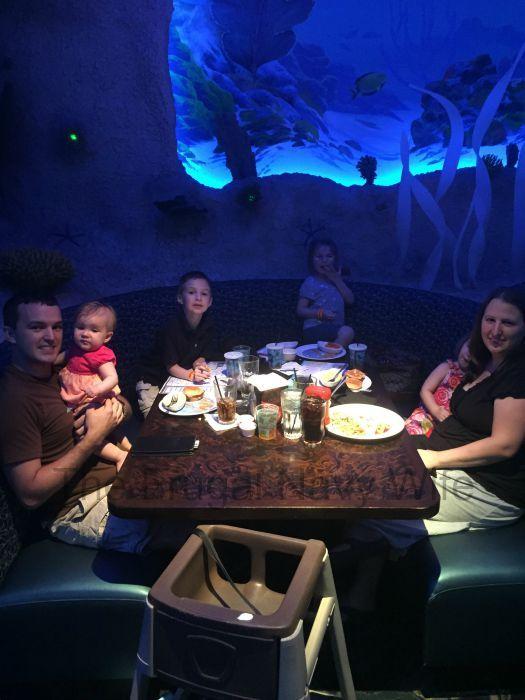 Aquarium Restaurant Nashville, Tennessee - An Underwater ...
