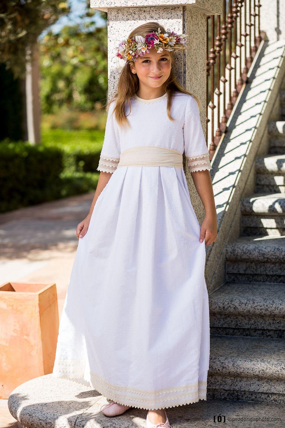 287101dde Vestido de Primera Comunión Lala realizado en batista de algodón ...