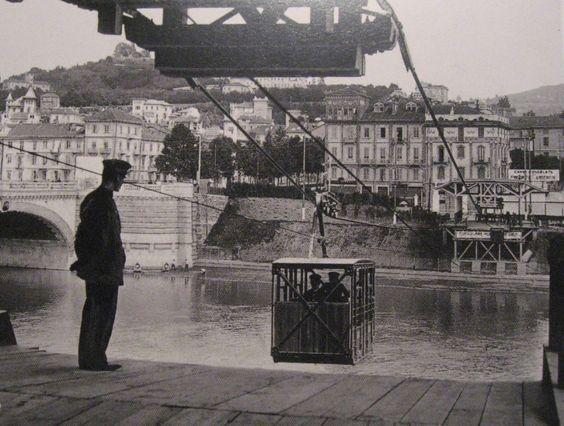 Metodi di spostamento alternativi... (In foto: funicolare allestita in occasione dell'Esposizione del #1911) #Piemonte #Piedmont #Turin #old #river