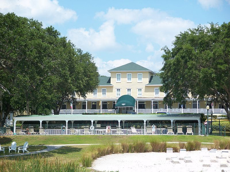 This Photo By Ebyabe Is Of The Lakeside Inn In Mount Dora Florida It On National Register Historic Places And Being Continually Red