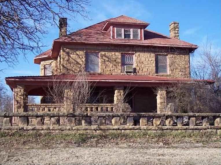Great 1902   Weleetka, OK   $110,000   Old House Dreams  Needs Work But