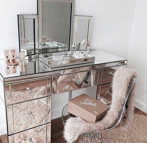 pink + silver beauty desk  8294d7d412ea1