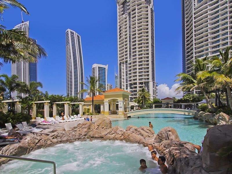 2 3 Bedroom Apartments Chevron Renaissance Resort Book Direct Save Surfers Paradise Qld Accommodatio Holiday Apartments Surfers Paradise Holiday Home
