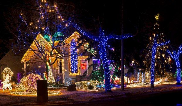 Top 5 Cities In Canada For Christmas Holidays Christmas Scenery Christmas Light Displays Christmas Lights