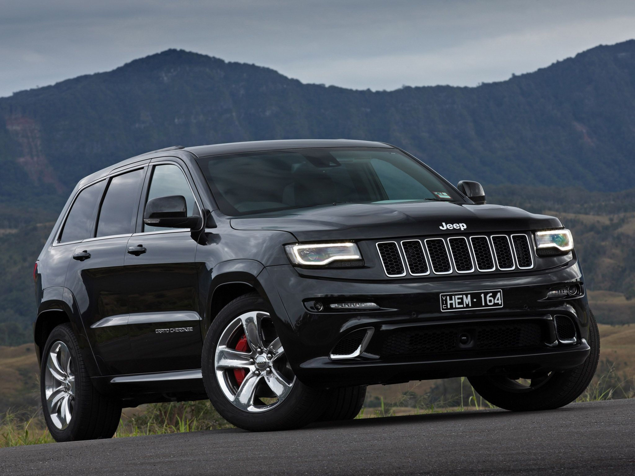 Those Headlights 2014 Jeep Grand Cherokee Srt Wk2 Australia Black Car Front View Jeep Grand Mini Van Jeep Grand Cherokee