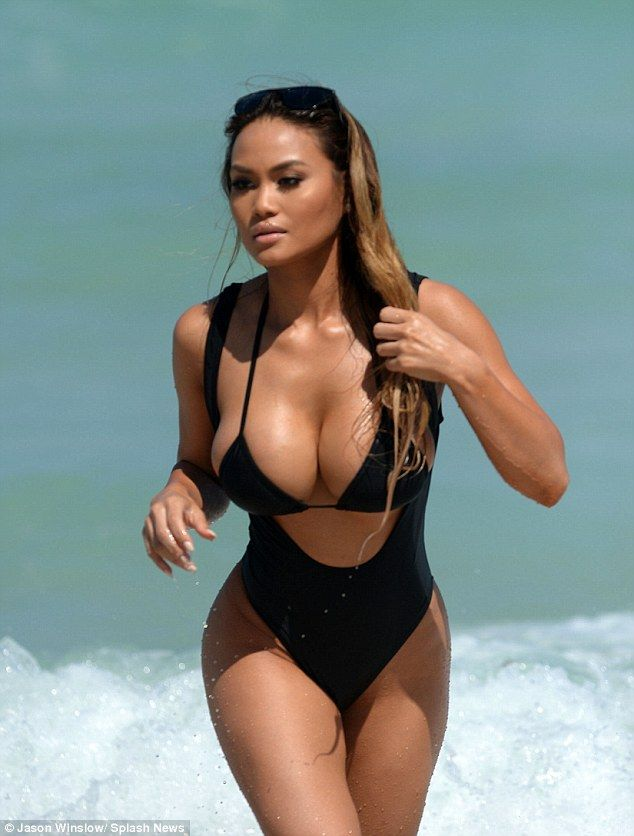 50 Cent S Ex Daphne Joy Showcases Her Beach Body In Two Bikinis