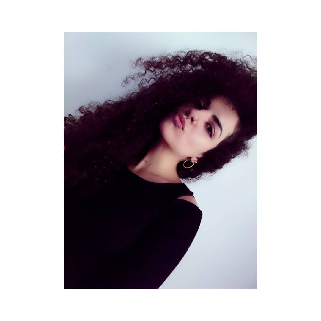 (@prinsez.xo) auf Instagram: #curlyhead #curlyhair #bighair #curls #accessories #jewellery #makeup