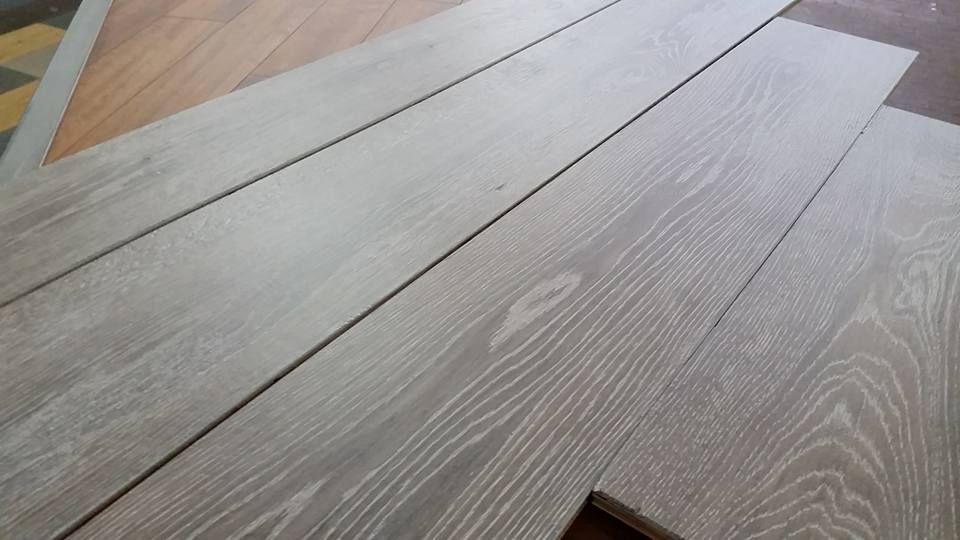 Pavimenti In Rovere Grigio : Rovere grigio ossidato parquet sartoriale decapato bianco rovere