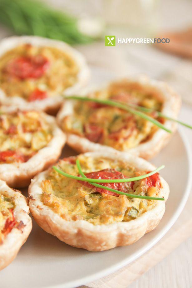 Mini quiche con tofu zucchine e pomodorini www.happygreenfood.com/mini-quiche-con-tofu-zucchine-e-pomodorini/