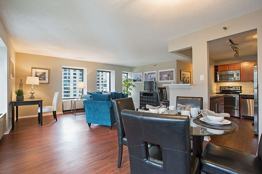Expansive Living Room In A 1 Bedroom Apartment At Axis Apartments In Chicago Two Bedroom Floor Plan Luxury Apartments Bedroom Floor Plans
