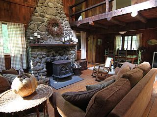 Rustic Catskills Cabin, on 3 private acres, between Woodstock | Fun
