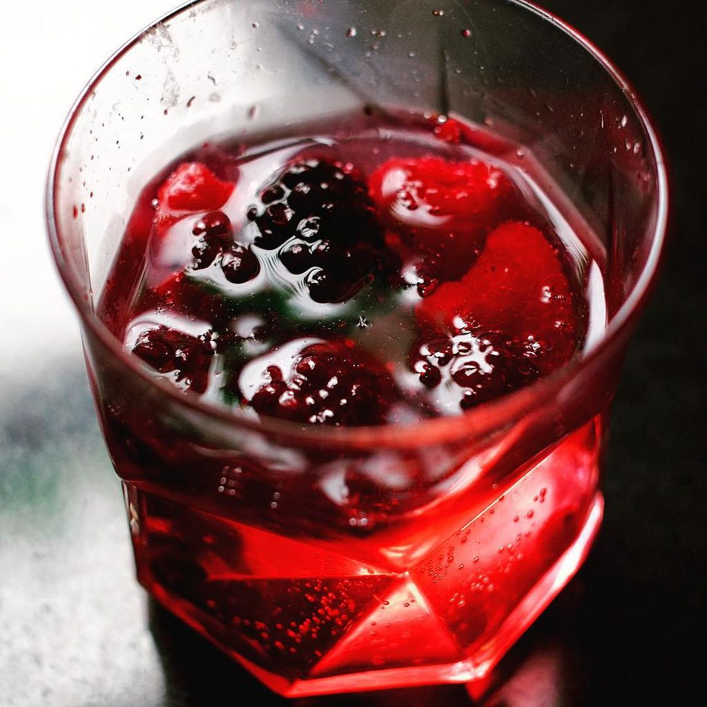 A Vodka And Tonic With Frozen Summer Fruits Instead Of Ice Missbizio Missbiziocouture Summerdrinks Refreshingdrinks Cheers 100lat Bottomsup N Summer Fruit Drinks Summer Fruit Frozen Summer