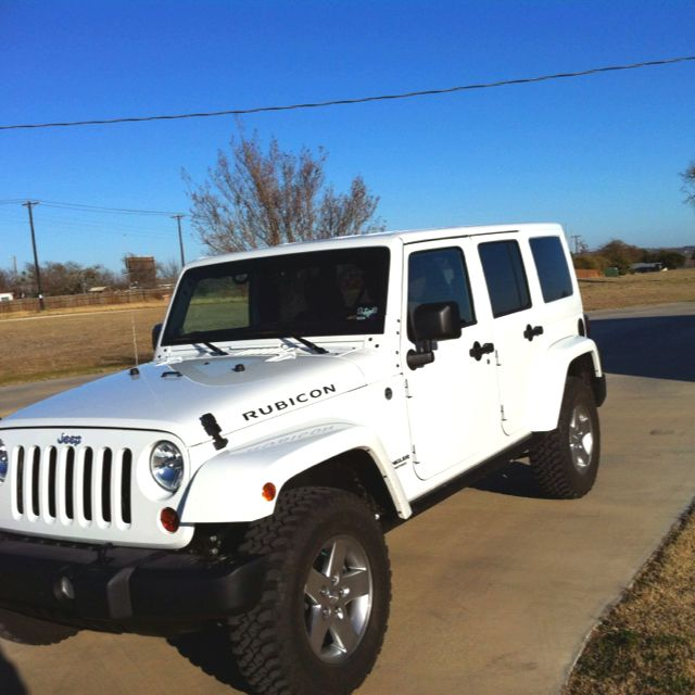 Good All White Jeep Wrangler... Dream Car.   But I Want The 2013 Unlimited Jeep  Wrangler