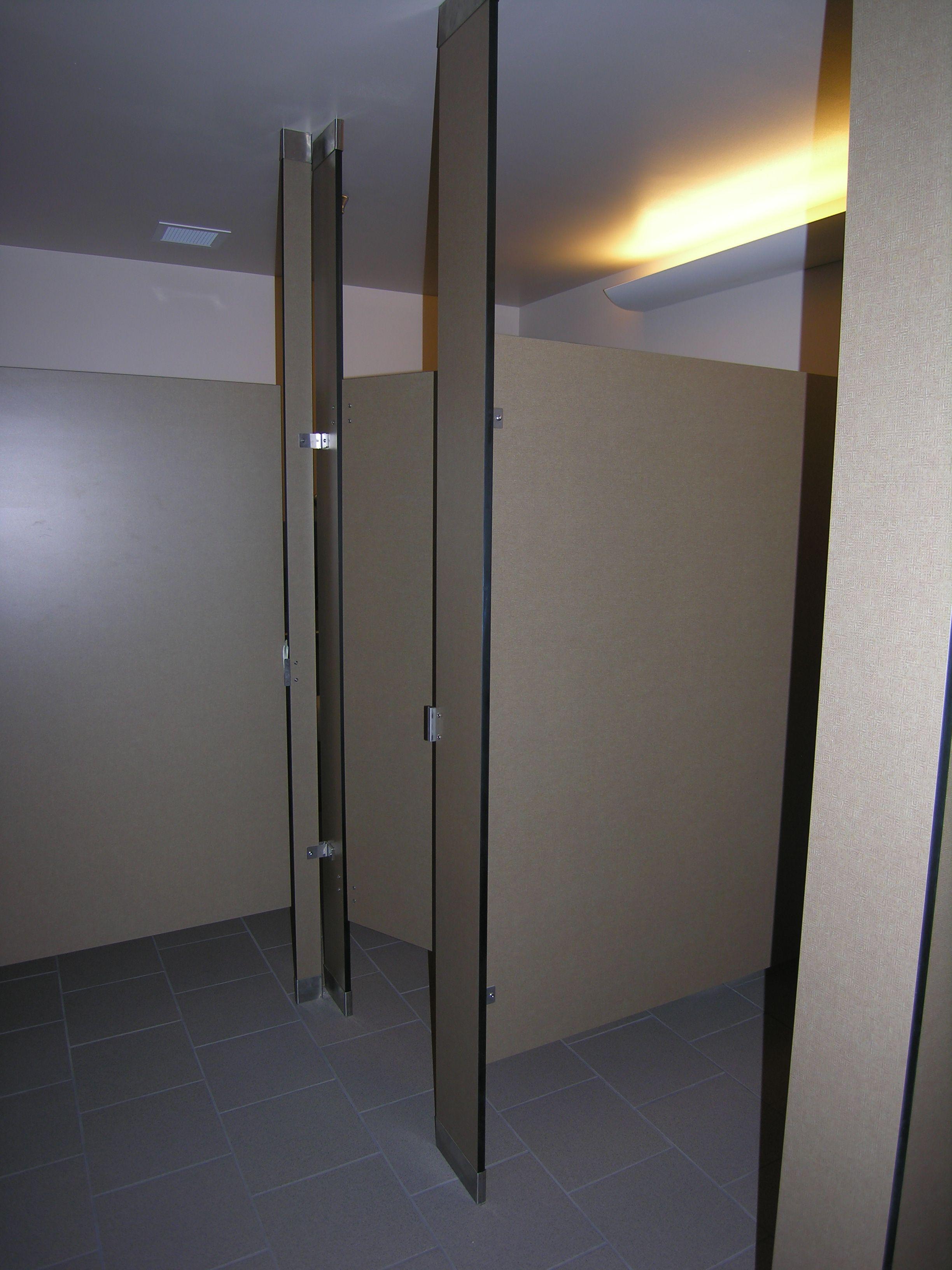 Ironwood Manufacturing Phenolic Toilet Partitions And Bathroom Doors - Phenolic bathroom partitions
