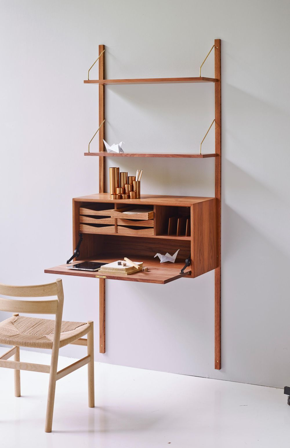 modern wall mounted desk designs with flair and personality rh pinterest com