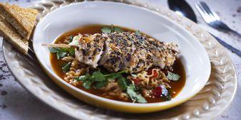 Perhetilan broilerin fileeviipaleista wasabi-seesam vartaita. Hyvä ruoka, parempi mieli.
