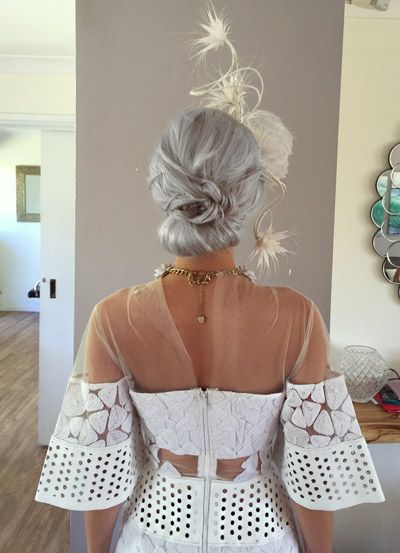 Races Hairstyles With Fascinators Hair Ideas For Race Day Fascinator Hairstyles Race Day Hair Race Day Outfits