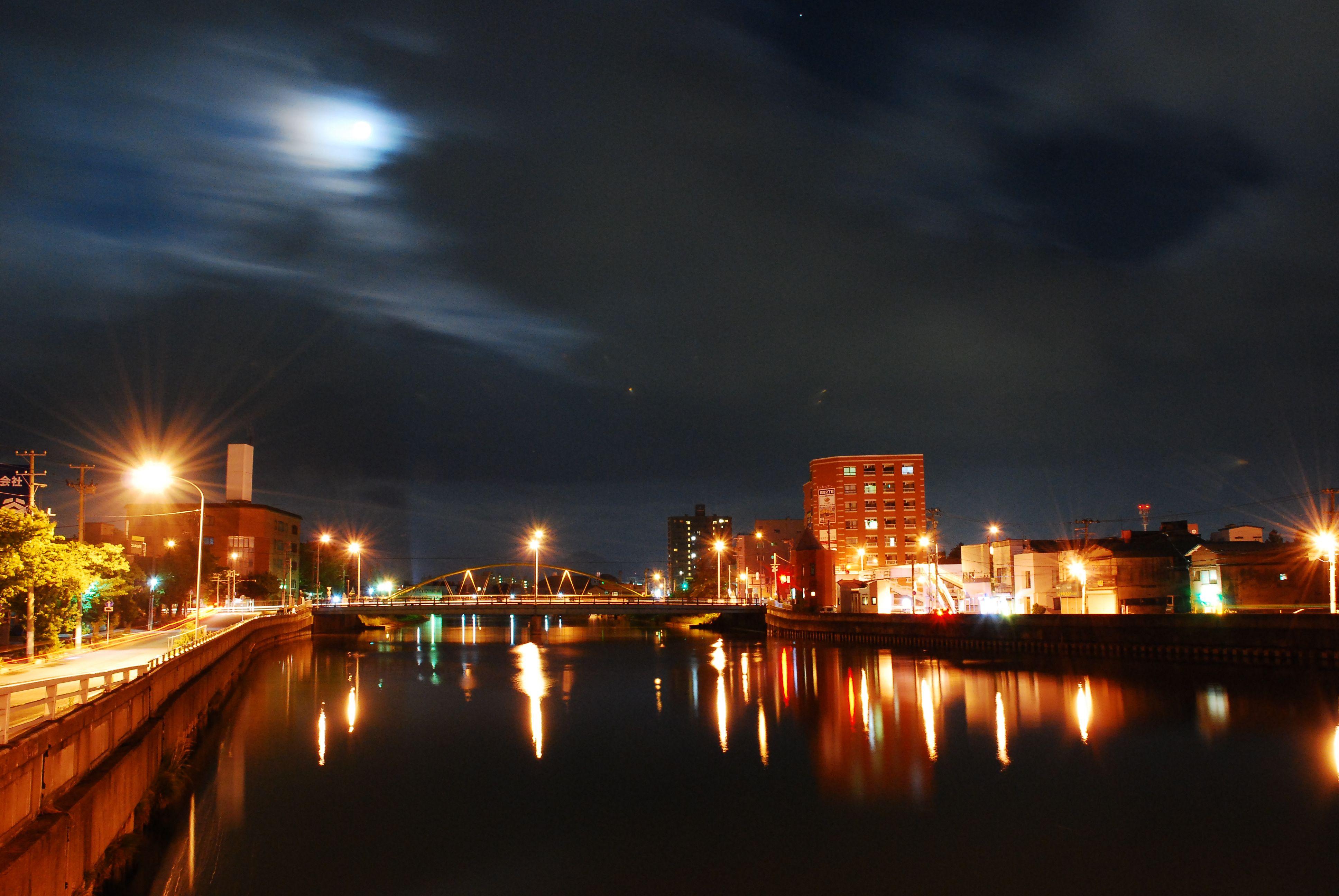 青森市堤橋と月...1