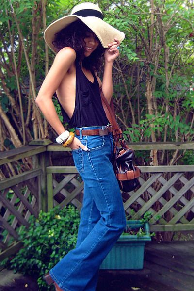 that tank goes perfect with the bellbottoms
