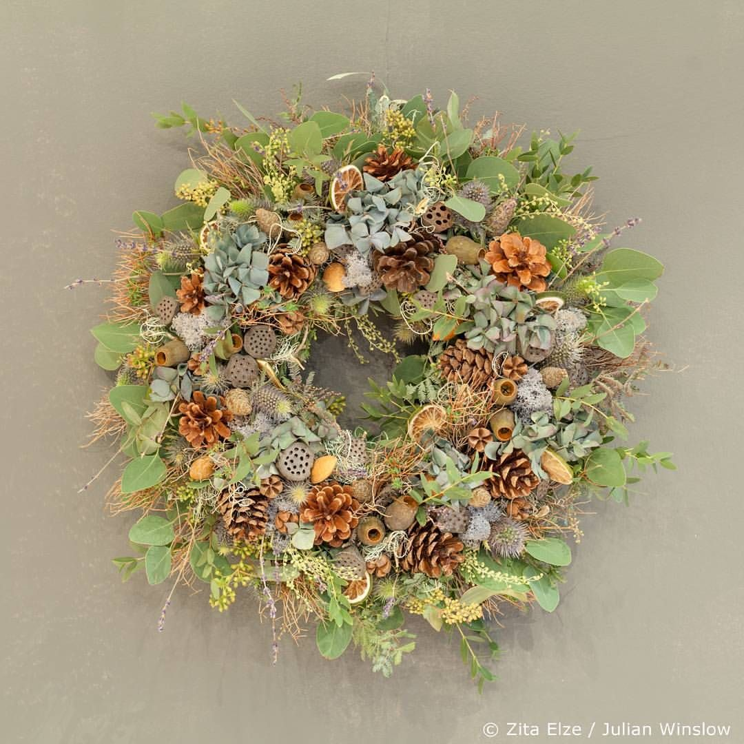 Christmas textures and tones - naturalistic wreath with blue hydrangea, mixed foliage and poppy heads... contact the shop to order for delivery throughout the UK... or pop in and take your pick, we're open on Sundays too leading up to Christmas #zitaelze #flowershop #designacademy #naturalistic #wreath #instawreath #christmasdecorations