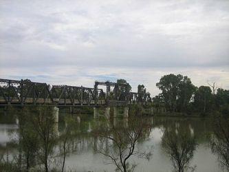 Image from http://www.lesryk.com.au/2011/Wentworth-Merbein%20056.jpg.