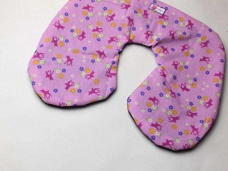 Tutoriale DIY: Cómo coser una almohada de viaje vía DaWanda.com