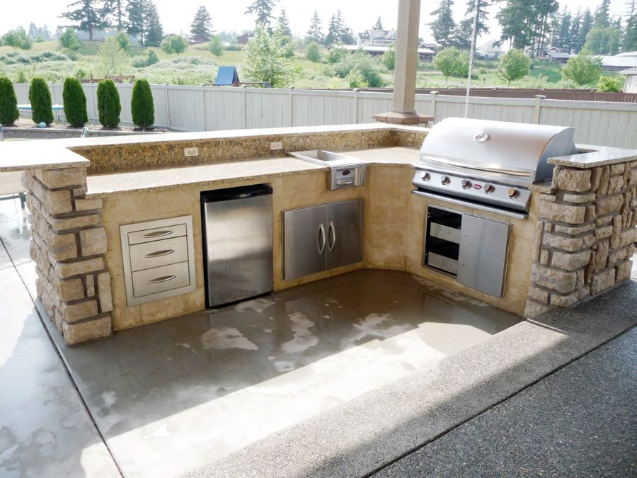 Image gallery outdoor bbq areas for Outdoor kitchen bbq ideas