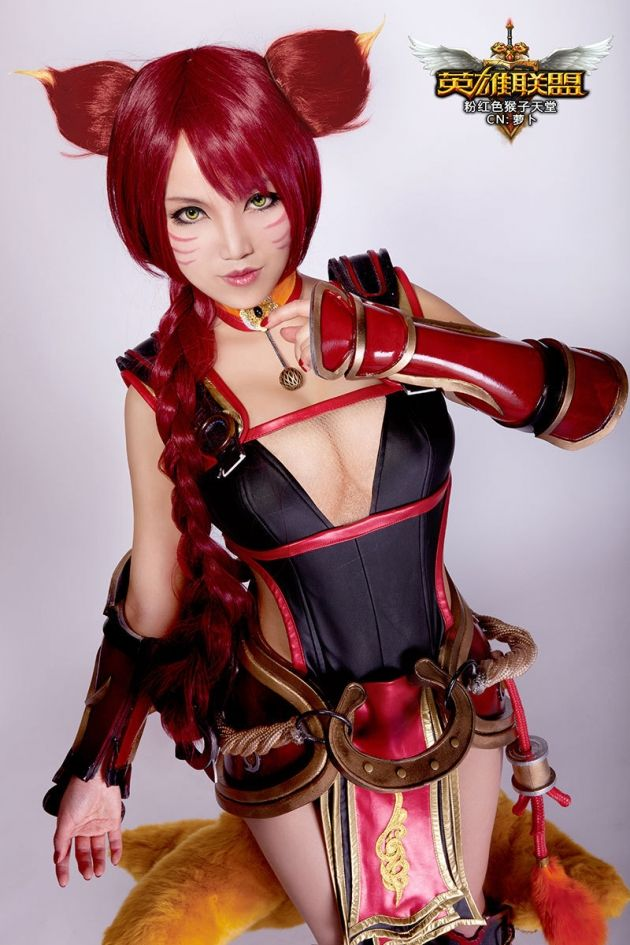 Awesome Ahri cosplay :)