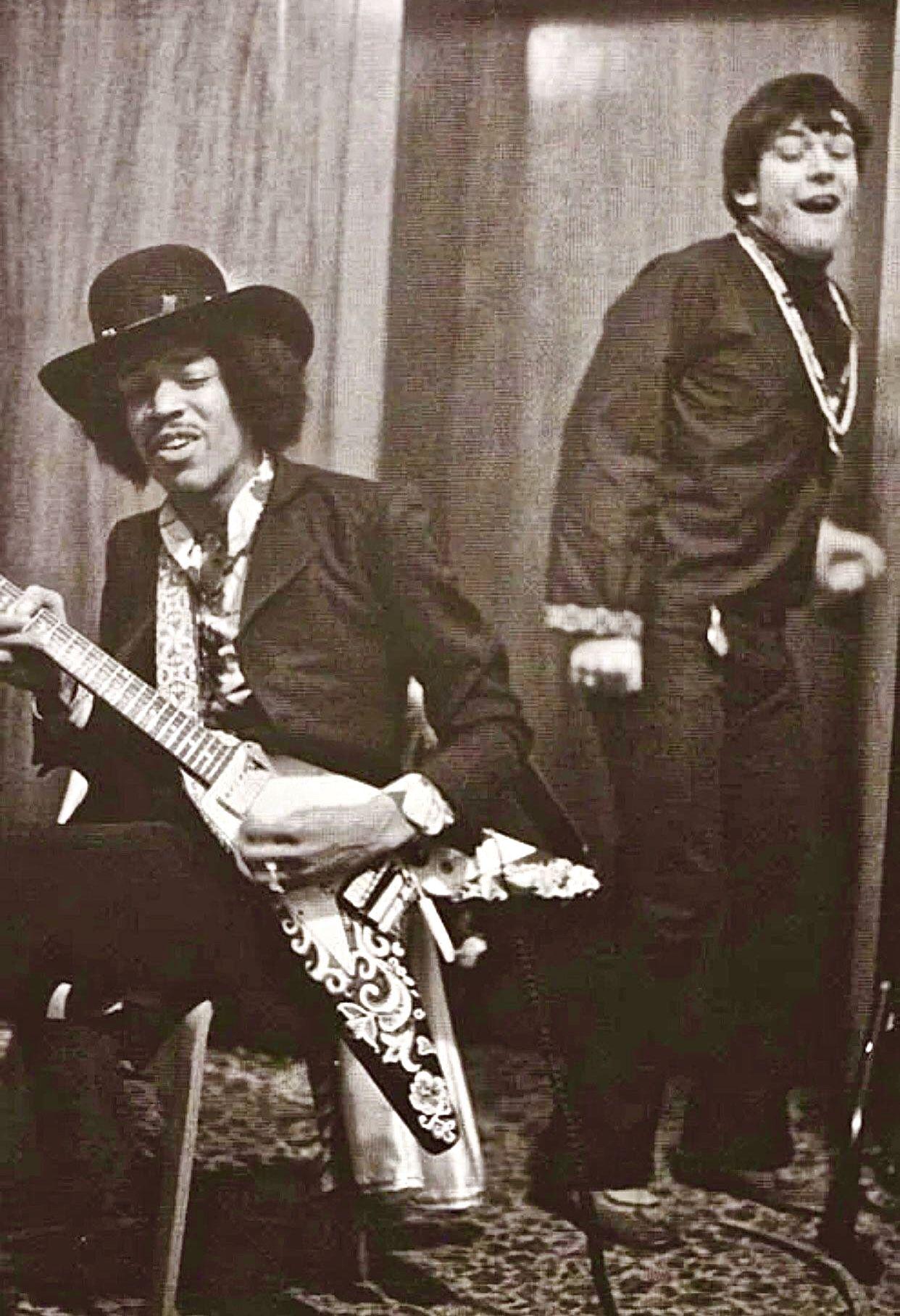 Jimi Hendrix & Eric Burdon | Eric burdon, Jimi hendrix, Jimi