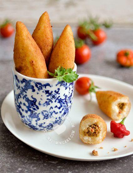 Receta Chulitos de Yuca: Estos rollitos son la comida esencial de las frituras callejeras: deliciosas, y una de mis picaderas favoritas.