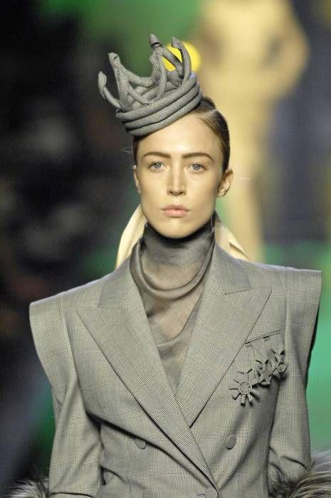 74b826f5d97 Jean Paul Gaultier Haute Couture F W 2007 (remarquez les