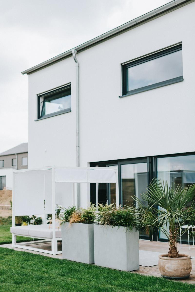 elemento terrasse und balkon mit pflanzk beln gestalten. Black Bedroom Furniture Sets. Home Design Ideas