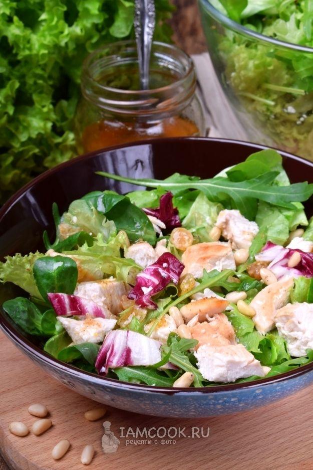 Салат с курицей и изюмом, маринованным в коньяке — рецепт ...