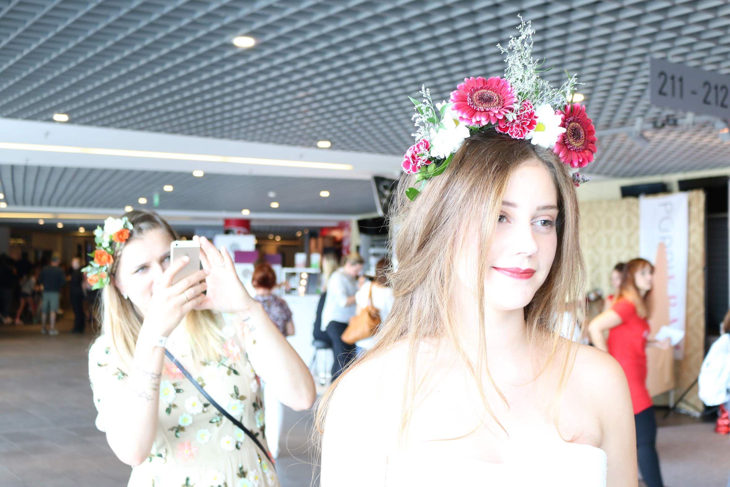 Braut von Foreverly mit traumhafter Brautfriusr auf der GLOSSYCON 2016