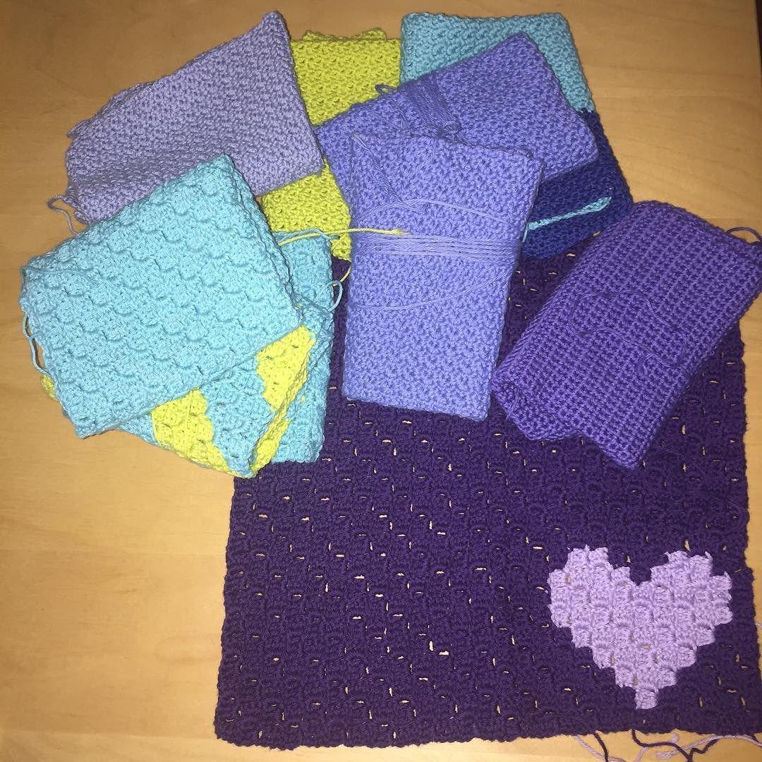 Lidt har jeg da fået lavet med en arm  #croche #crochet #hæklet #hækle #instacrochet #handmadebymicha #karklud #karkludgodtformiljøet by lifebymicha