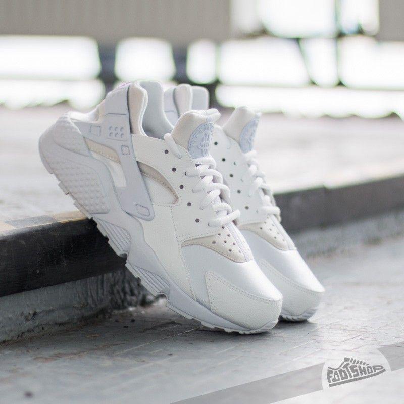 Nike Wmns Air Huarache Run White  White za skvělou cenu 2 490 Kč koupíte na  Footshop.cz 4a1875e49