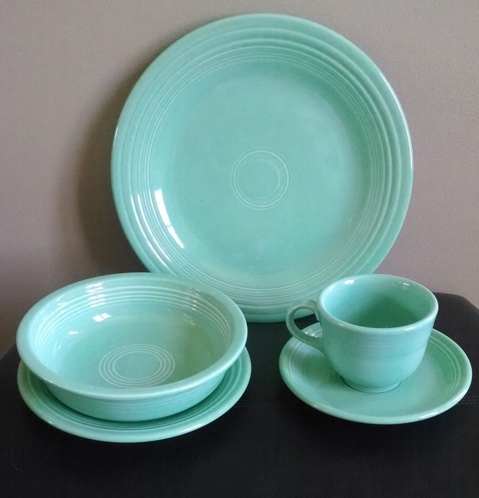 Sea mist green 5 piece Fiestaware mint green dinner set & Fiesta Fiestaware Retired Sea Mist 5 Piece Place Setting | Green ...