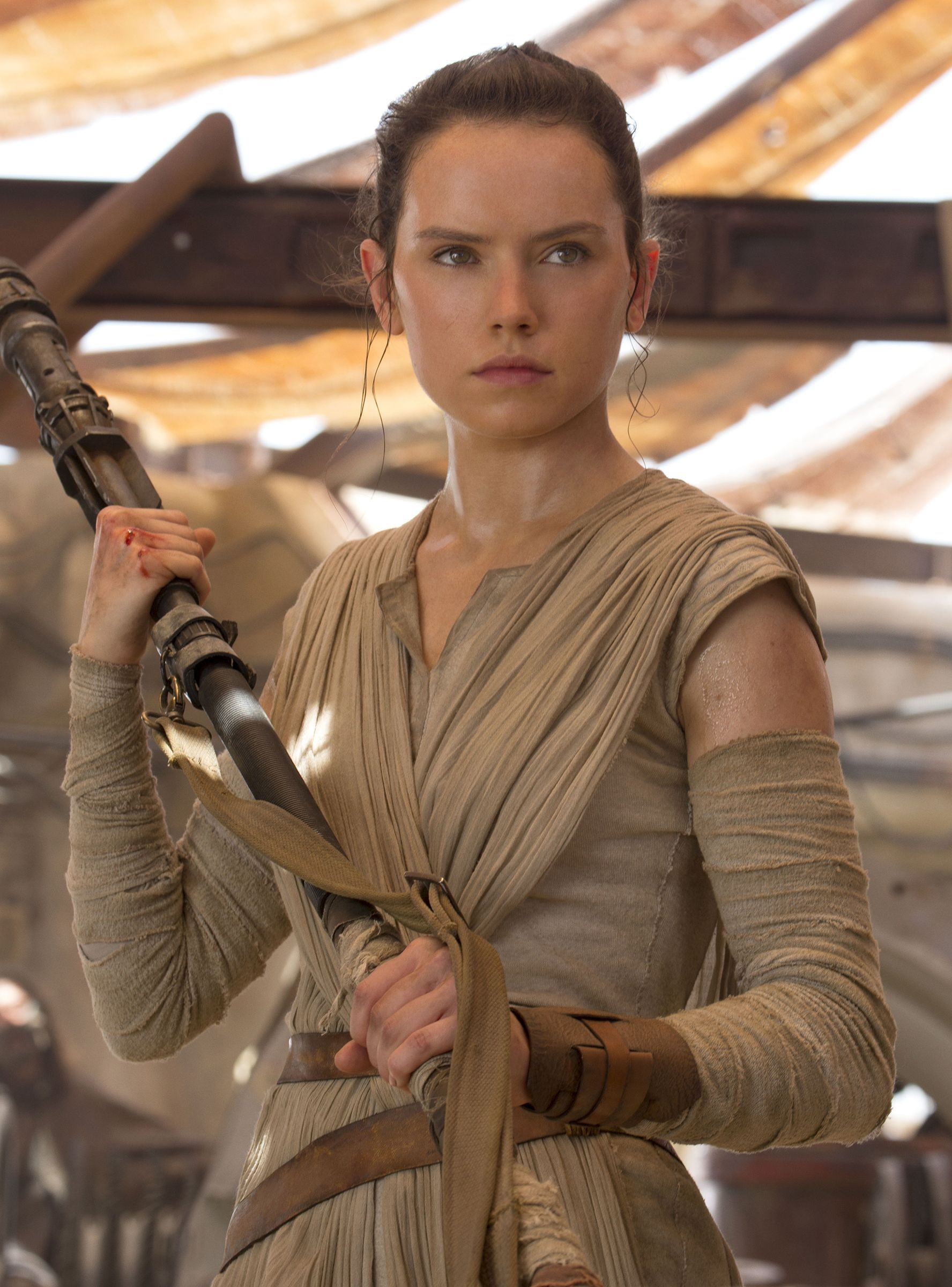 Star Wars Hints Rey Might Be Joining The Dark Side In The Rise Of Skywalker