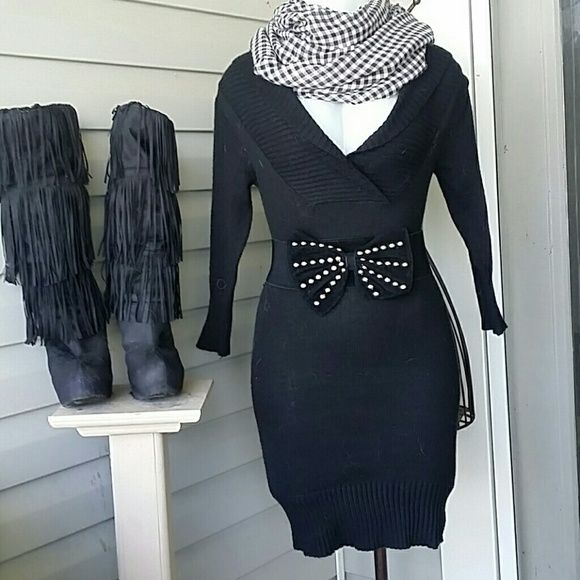 NEW BLACK V- NECK  SWEATER DRESS  (L6) SEXY FITTED  3/4 LENGTH  SLEEVES,  RIBBED  SWEATER  DRESS. DEEP  V NECK THAT FOLDS OVER,  PIC#2 SHOWS BEST. PERFECT  FOR ANY OCCASION BOTIQUE  Dresses Mini